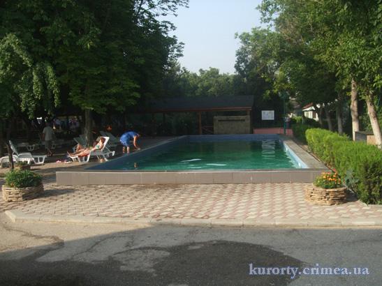 """База отдыха """"Прибой"""", бассейн"""