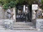 ДТХ им. К. А. Коровина, скульптуры Коровина и Шаляпина у входа в пансионат
