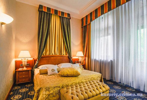 """Гостиница """"Ореанда"""", спальня в королевских апартаментах"""