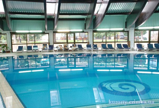 """Гостиница """"Ореанда"""", крытый бассейн"""