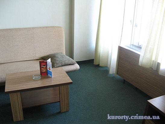 """Гостиница """"Ялта-Интурист"""", двухместный номер полулюкс В №1203, гостиная"""