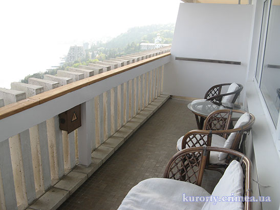 "Гостиница ""Ялта-Интурист"", номер люкс угловой №1295, балкон"