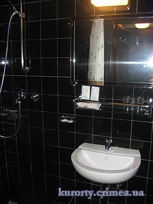 "Гостиница ""Ялта-Интурист"", санузел в двухместном номере стандарт №540"