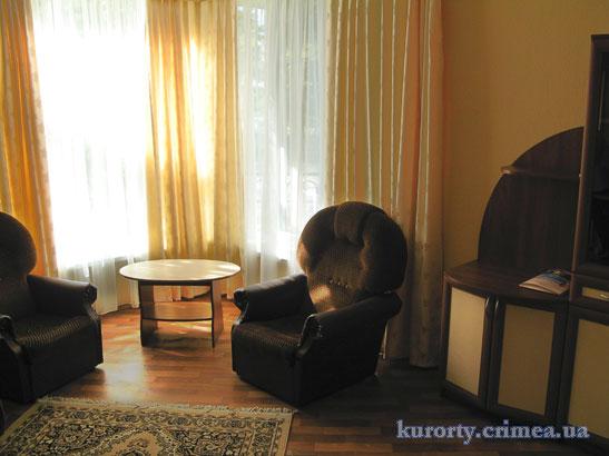 """Курорт-отель """"Демерджи"""", коттедж, трехкомнатный люкс."""