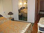 """Курортный отель """"Сосновая роща"""", корпус №2, спальня в номере Suite 2"""
