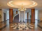 """Холл корпуса №1 курортного отеля """"Сосновая роща""""."""