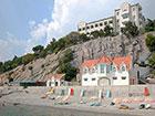 """Пляж и коттедж на пляже курорного отеля """"Сосновая роща"""""""