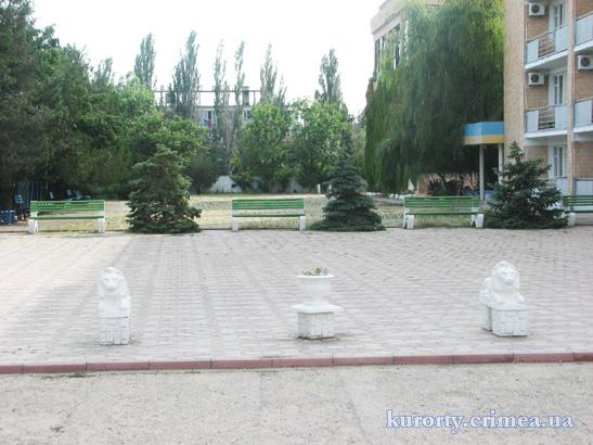 """Пансионат """"Украина-1"""", площадка перед 5-этажным корпусом"""