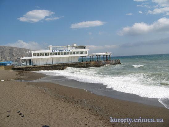 """Пляж пансионата """"Звездный""""."""