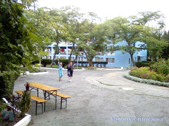 """Парк-отель """"Марат"""", территория около корпуса 9."""