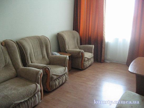 """Санаторий """"Черноморье"""", корпус №2, гостиная в двухкомнатном люксе"""