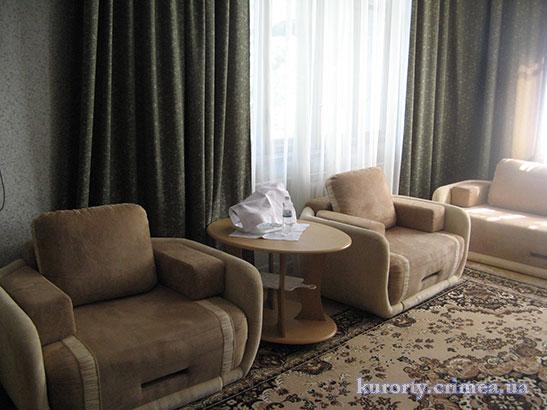 """Санаторий """"Днепр"""", корпус №2, гостиная в двухкомнатном люксе"""