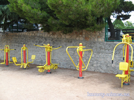 Тренажеры на территории санатория.