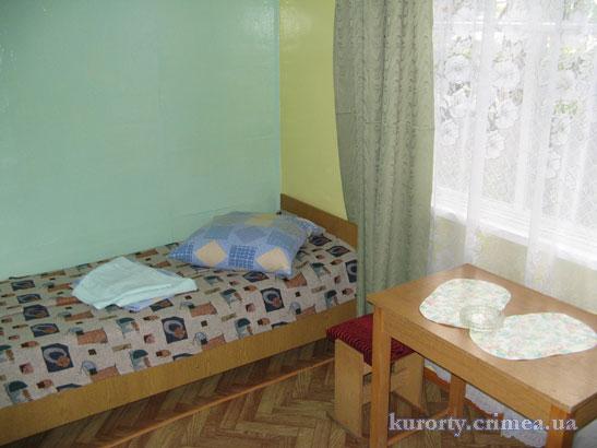 """Турбаза """"Мир"""", двухместный домик с удобствами."""