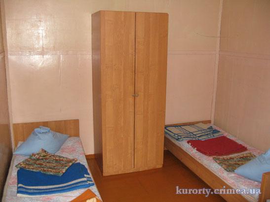 """Турбаза """"Мир"""", двухместный домик без удобств."""